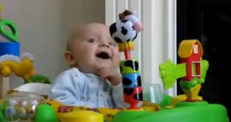 Os 10 vídeos mais engracados com bebês